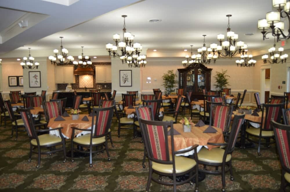 Tables and Chairs. Morning Pointe of Lousiville. Dining Room. Senior Living Community.
