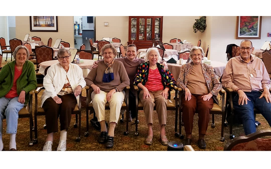 """Volunteer Encourages Morning Pointe Residents to """"Get Moving"""" with SilverSneakers Classes"""