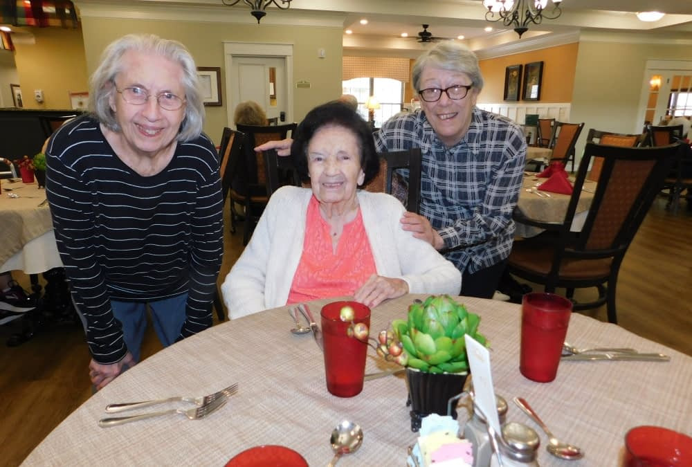 Ambassadors Welcome New Resident to Morning Pointe