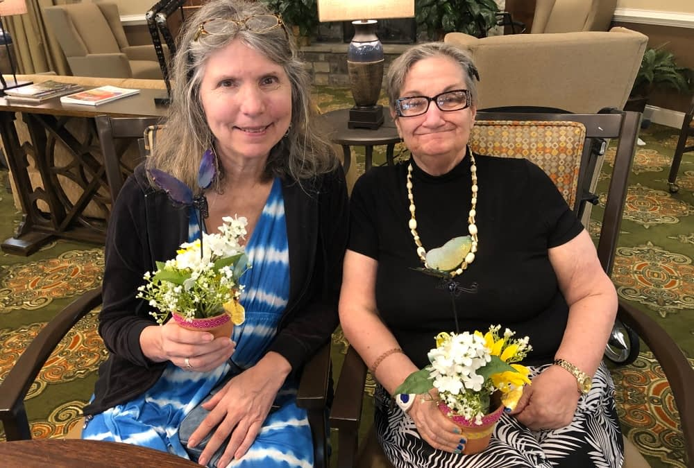 Volunteer-Led Activities Brighten the Day at Morning Pointe