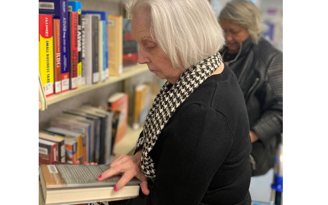 Morning Pointe Residents Broaden Horizons at Local Library