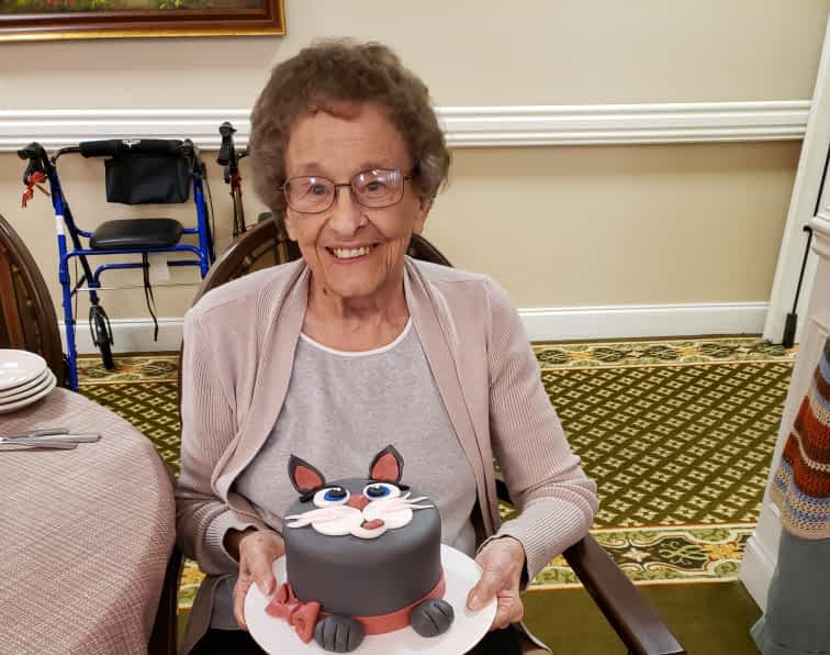 Food Service Director Makes Cute Cat Cake for Resident