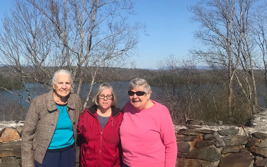 Morning Pointe Residents Visit Carters Lake
