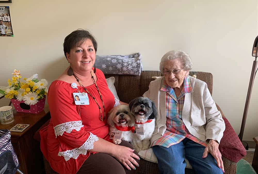 Morning Pointe Partners with Hospice of Chattanooga to Bring Pet Therapy to Residents