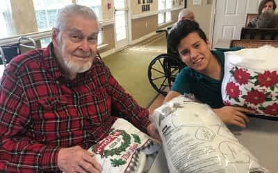 Morning Pointe Residents Make Christmas Pillows with GAA Students