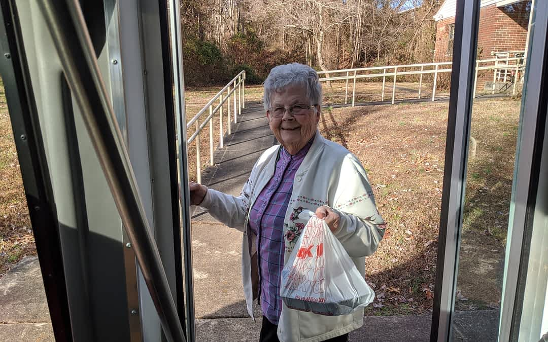 Morning Pointe Residents Help Local Seniors through Meals on Wheels Program