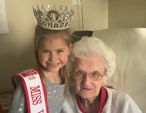 2020 USA National Miss Jr. Princess Delivers Flowers to Morning Pointe Residents