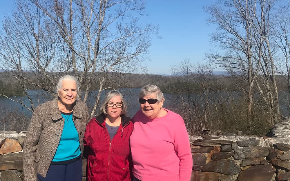 Morning Pointe Residents Visit Carters Lake