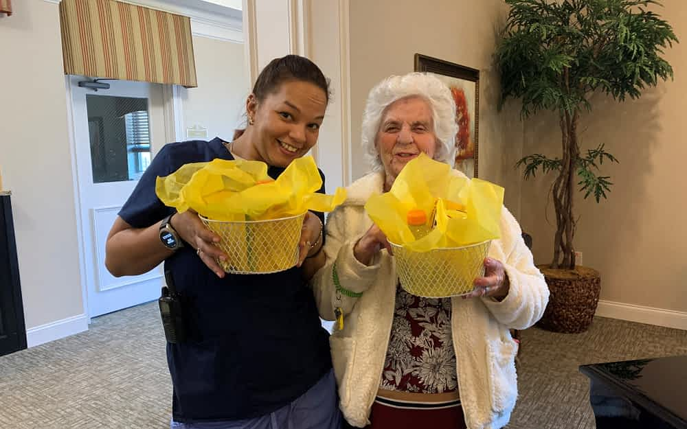 """Morning Pointe Residents Create """"Baskets of Sunshine"""" for Community Partners"""