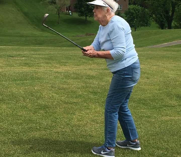 Morning Pointe Residents Take a Swing at Golf