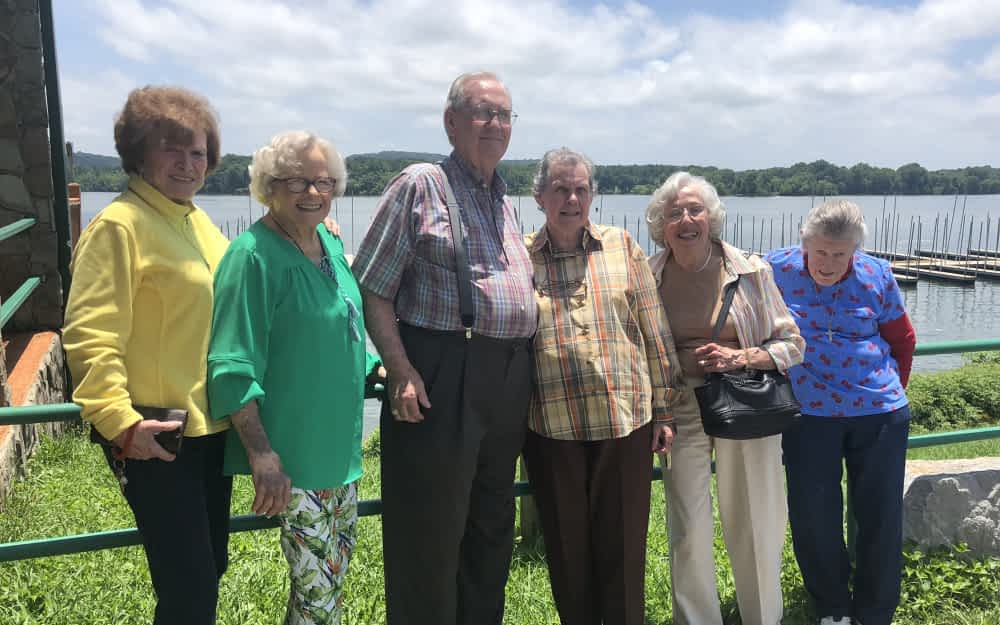 Morning Pointe Residents Enjoy Lakeside Lunch