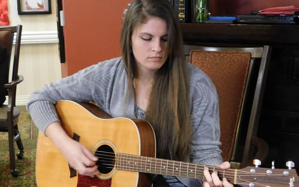 EKU Student, Musician Pulls Heartstrings at Morning Pointe