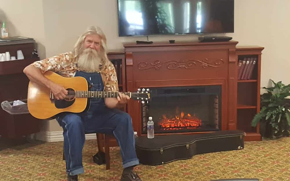 Charlie Hann Brings Musical Cheer to Morning Pointe Residents