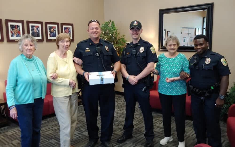 Morning Pointe Residents Say Thank You to Local Police Officers