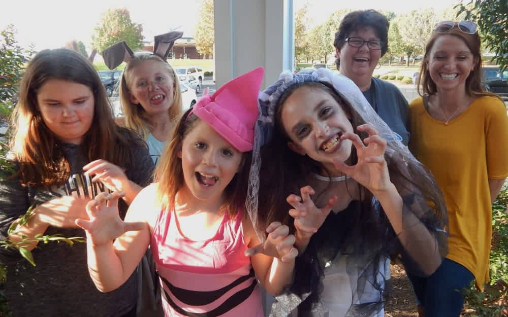 """Kirksville Elementary Students Sing """"Creepy Carols"""" to Morning Pointe Residents"""