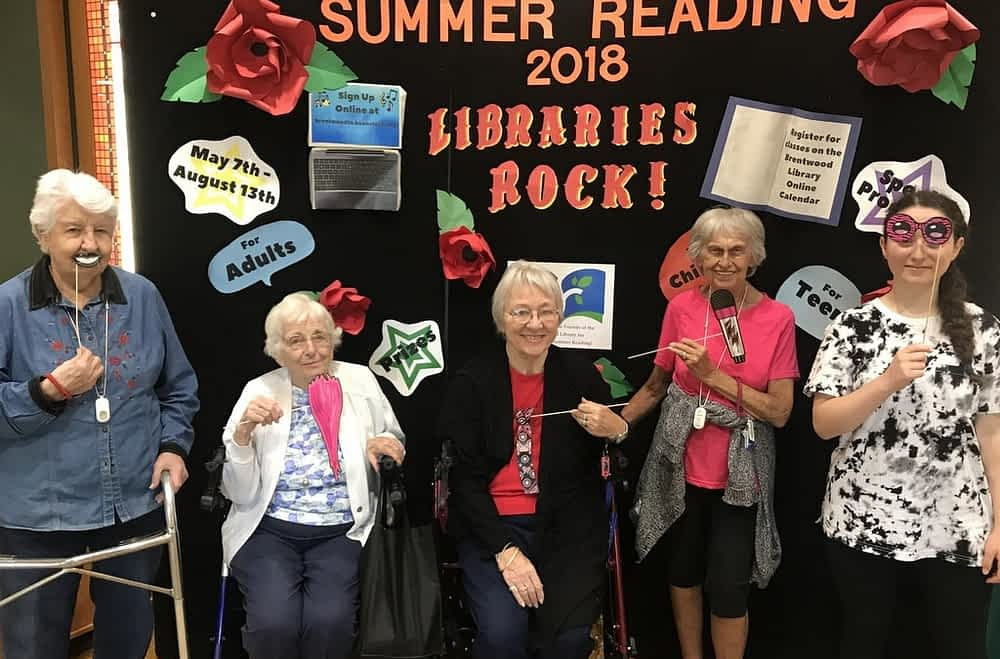 Morning Pointe Residents Show Their Love for Local Library
