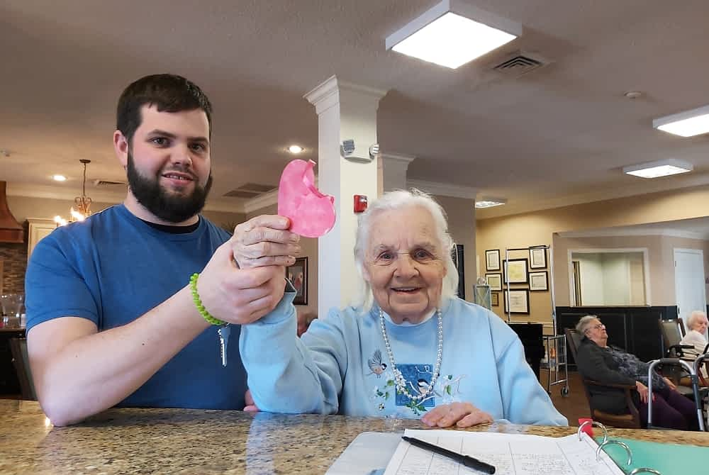 UTC Student Volunteer Leads Valentine's Day Craft at Morning Pointe