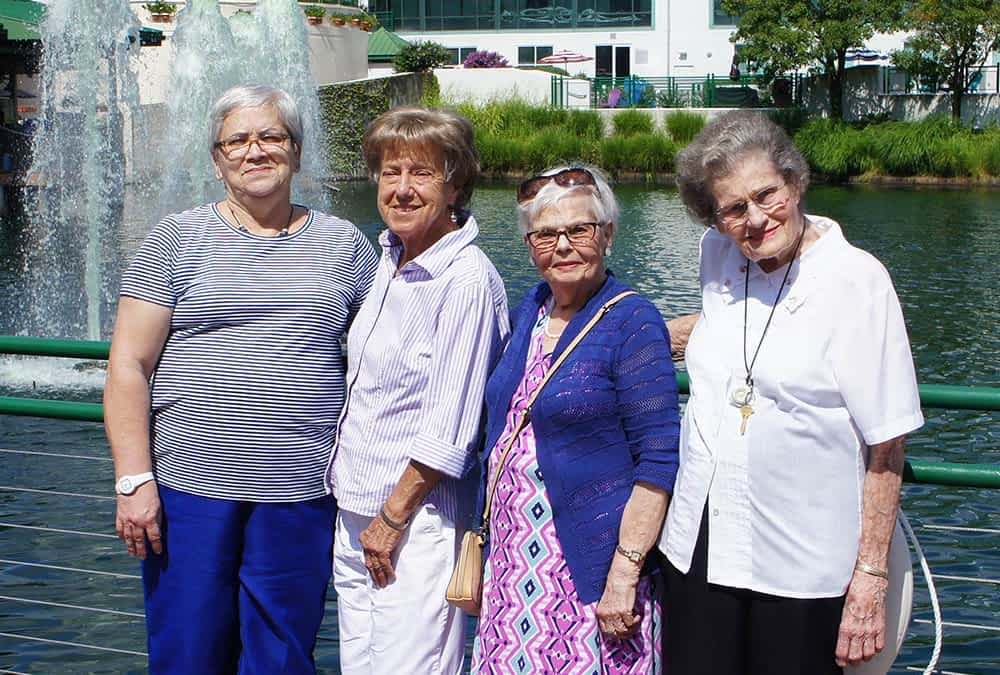 Morning Pointe Residents Visit Lexington Green