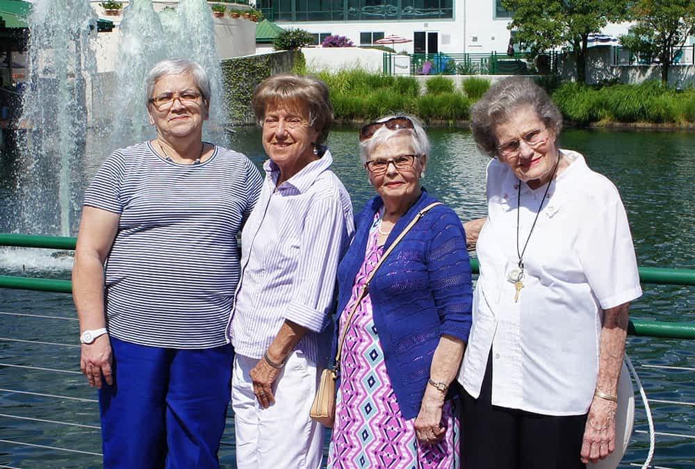 Morning Pointe Residents Visit Lexington Green