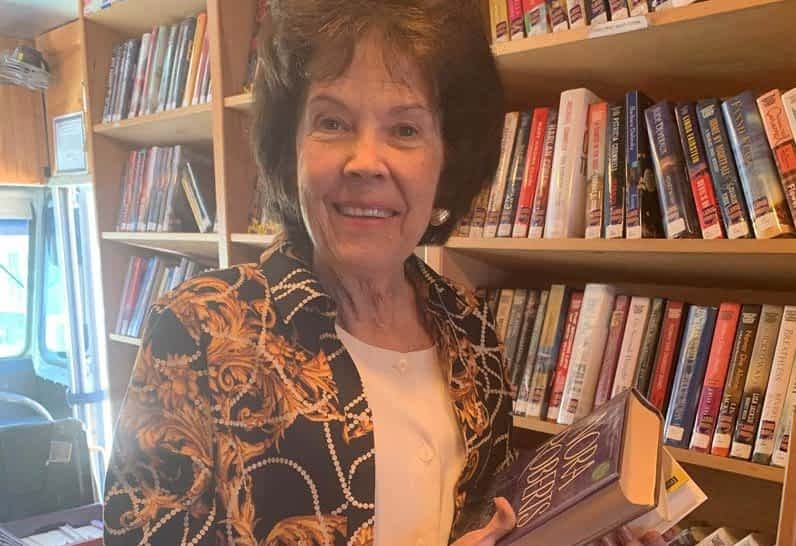 Morning Pointe Residents Visit Local Bookmobile