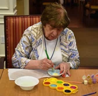 Morning Pointe Resident, Former Art Teacher Leads Painting Session