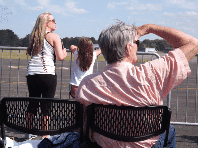 Morning Pointe Residents Attend Blue Angels Practice Session