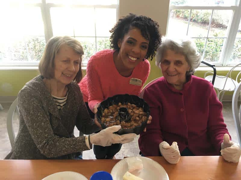 Morning Pointe Residents Make Monkey Bread