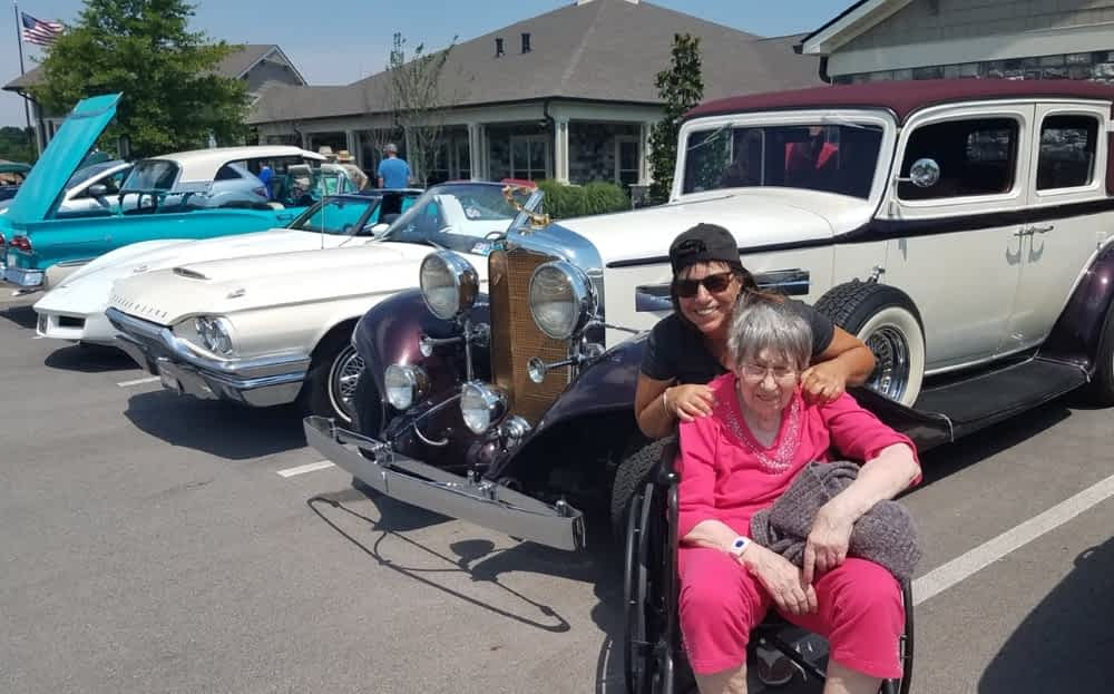 Morning Pointe Hosts Community-Wide Cookout and Car Show