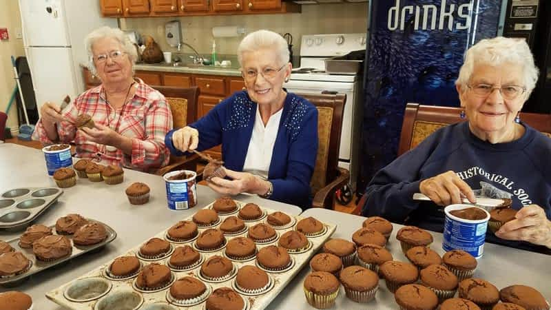 Morning Pointe Residents Make Cupcakes to Serve at Wheeler Mission