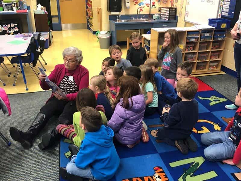 Morning Pointe Residents Read to Brickey-McCloud Elementary Kindergartners