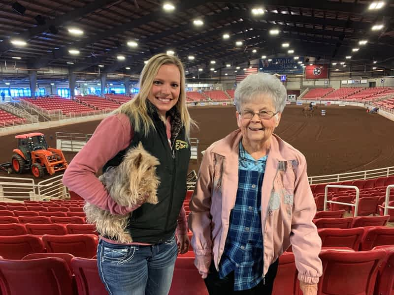 Morning Pointe Residents Cheer on Amedisys Physical Therapist at Barrel Racing Competition