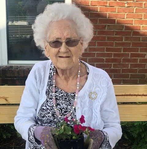 Morning Pointe Resident, Former Florist Shares Love of Gardening with Senior Center