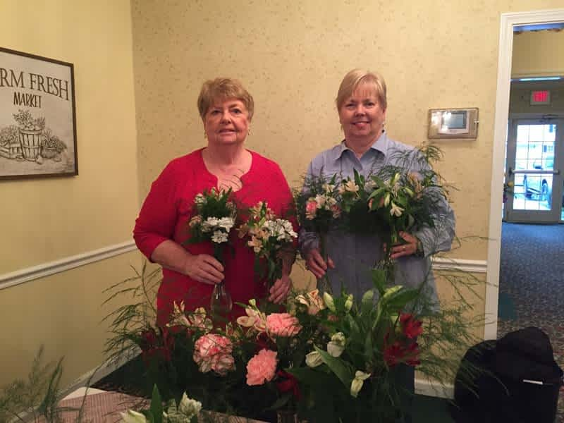 Local Garden Club Surprises Morning Pointe Residents with Flowers