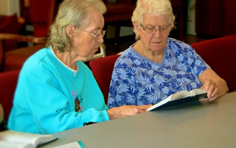 Morning Pointe Lantern Buddy Program Bridges Divide Between Assisted Living and Memory Care