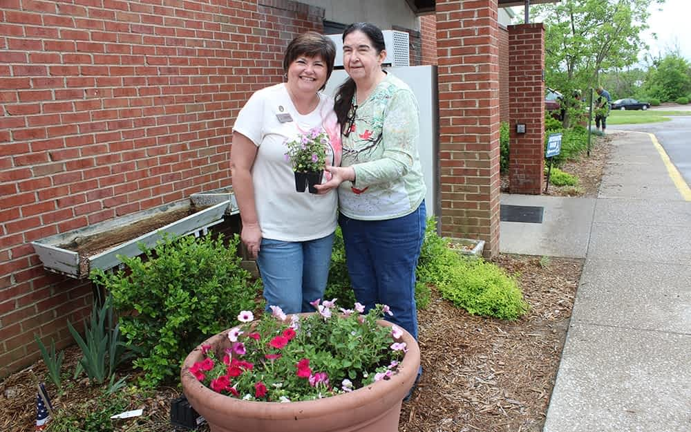 Morning Pointe Seniors Make Their Mark with Beautification Project