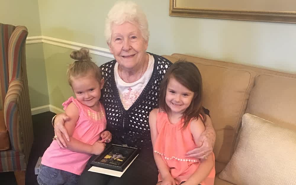 Morning Pointe Resident Celebrates Birthday with Young Volunteers