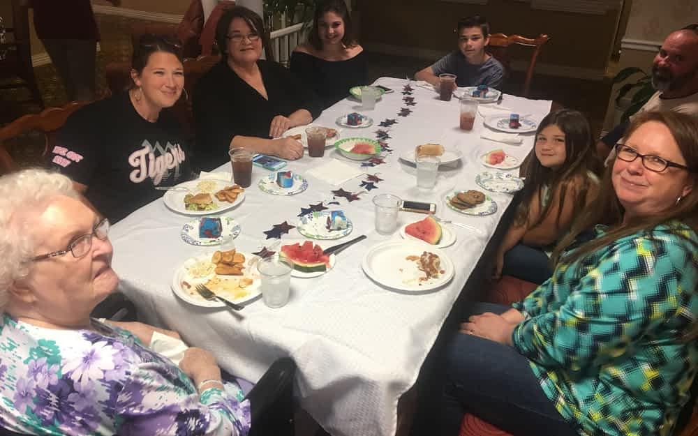 Morning Pointe Hosts Memorial Day Cookout