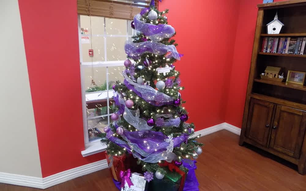 Morning Pointe Dedicates 'Memory Tree' to Alzheimer's Residents