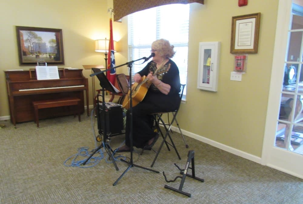 Local Musician Performs at Morning Pointe