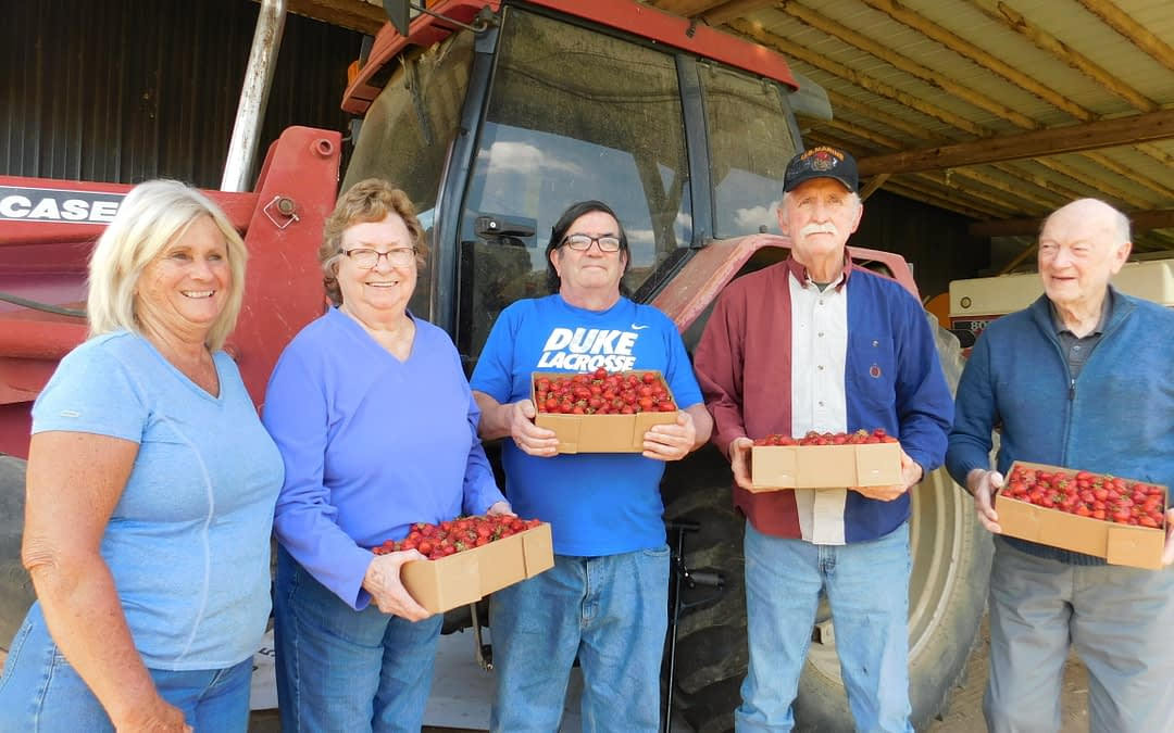 Morning Pointe Seniors Soak up Summer at Family Farm in Harrodsburg