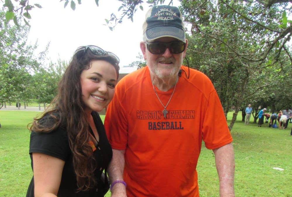 Morning Pointe Residents Pick Apples at CDF Haley Farm