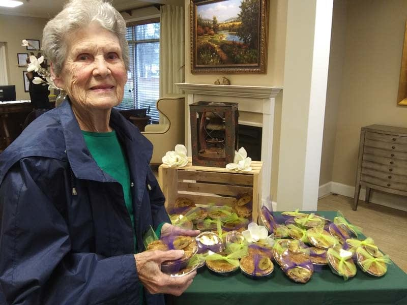 """Morning Pointe Residents """"Pie It Forward,"""" Delivering Free Pies Throughout Community"""