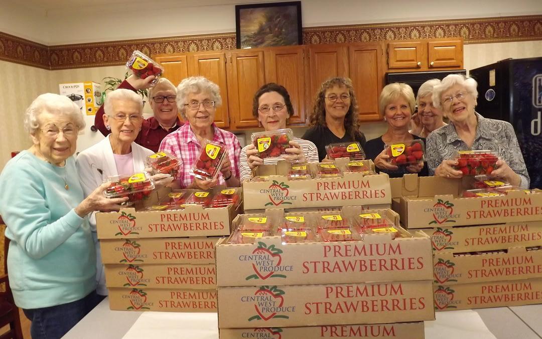 Morning Pointe Seniors Enjoy Strawberries on the Square