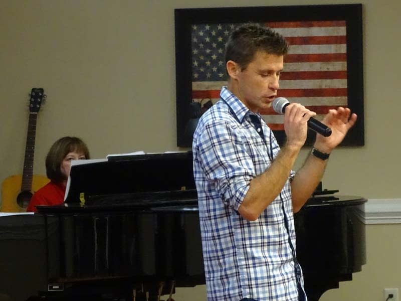 Graceworks Volunteer Duo Performs at Morning Pointe