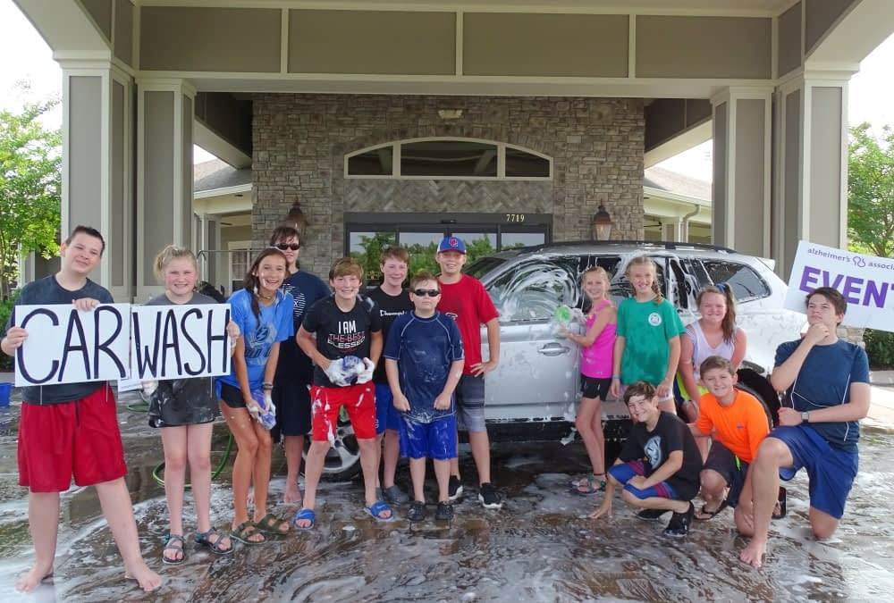 Mission Trip Volunteers Host Carwash at Morning Pointe