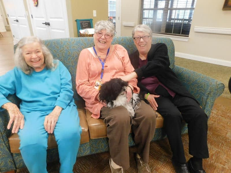 Morning Pointe Partners with WAGS Pet Therapy