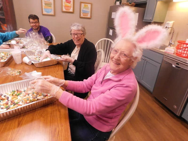 Morning Pointe Residents Prepare for Community Easter Egg Hunt