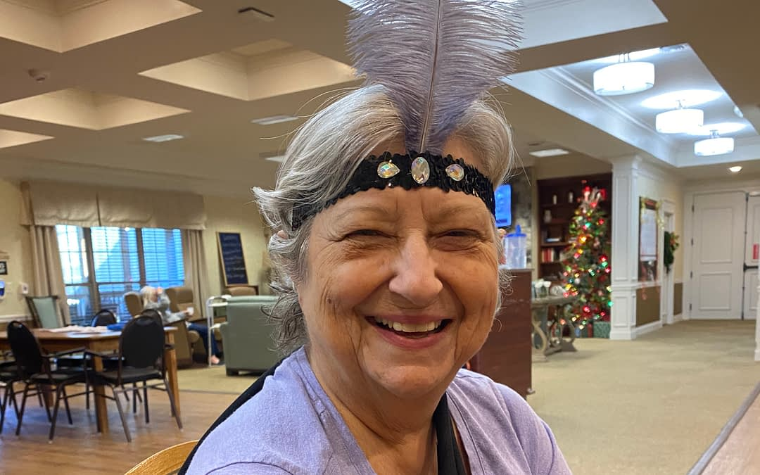 Morning Pointe Residents Welcome 2020 with Flapper-Inspired Craft
