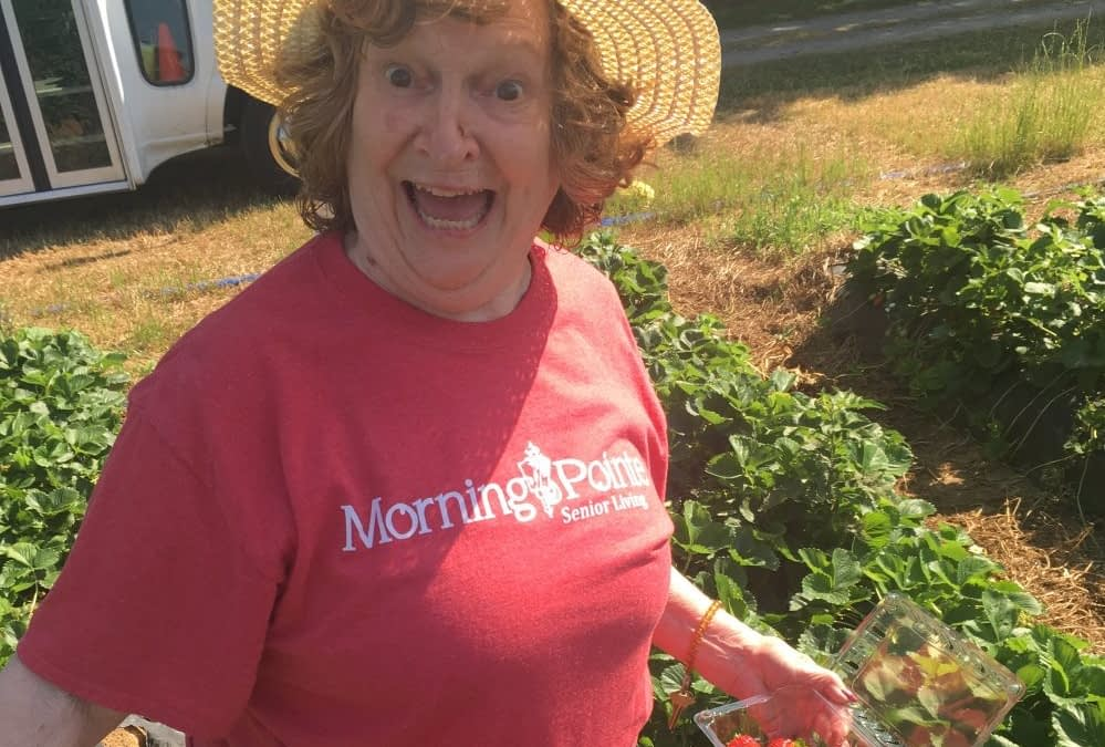 Morning Pointe Residents Pick Their Own Strawberries at Smith Perry Farm