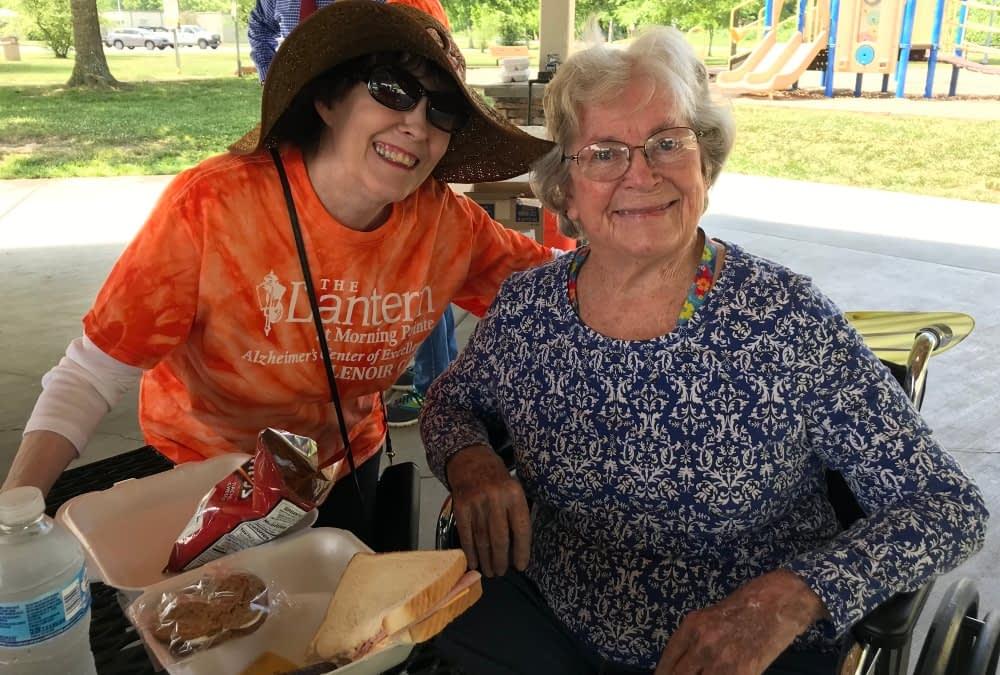 Two Morning Pointe Communities Come Together for Picnic at Oak Ridge Marina